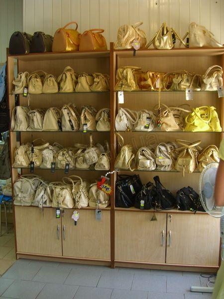 .Торговые витрины для сумок.5