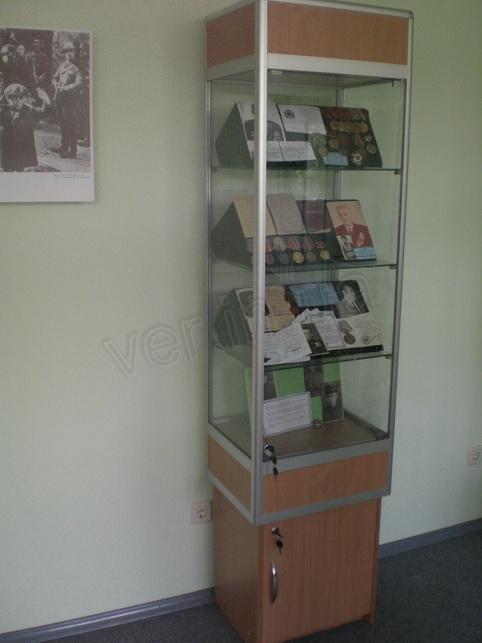 .Витрина музейная.1
