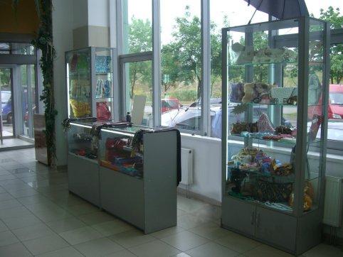 .Торговое оборудование из ДСП и стекла.1